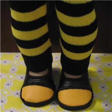Striped socks are used to make these leggings, so quick and easy.